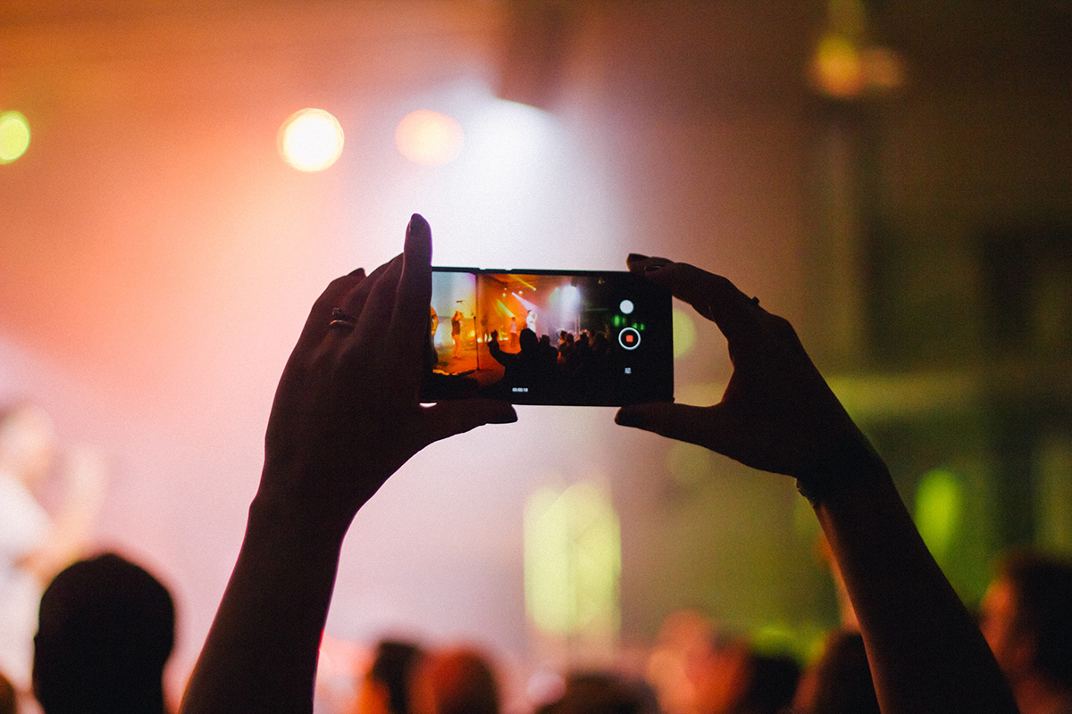 recording live video of concert on smartphone